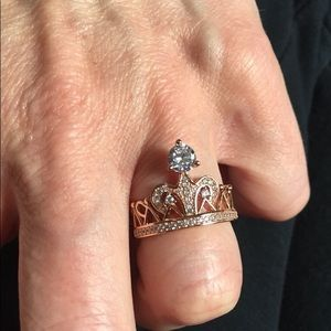Jewelry - Gorgeous Rose-gold Tiara Ring